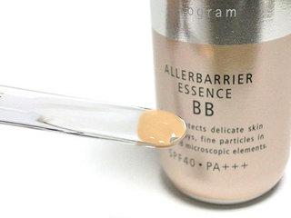 d プログラム アレルバリア エッセンス BB、カラー:ライト