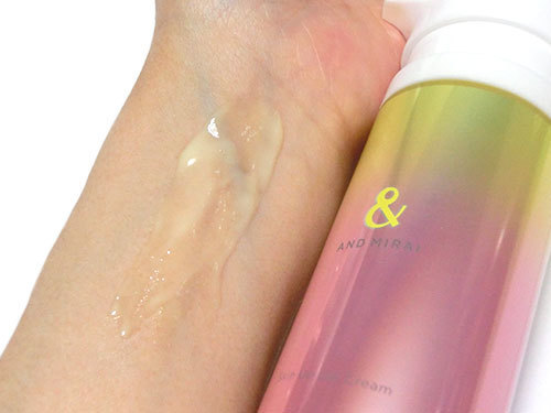 ファンケル AND MIRAI(アンドミライ) スキンアップジェルクリームを使っている肌の写真