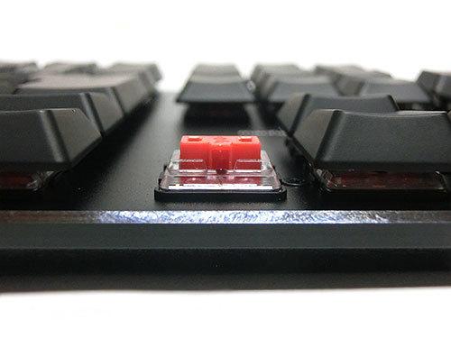 サンワサプライ メカニカルキーボード(赤軸)、手前からアップで