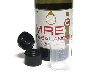 MREリバランスは、専用キャップと計量カップ付き