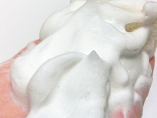 オリリー クリーミィ エッセンス フォーム、濃密&たっぷりの泡で洗顔できる