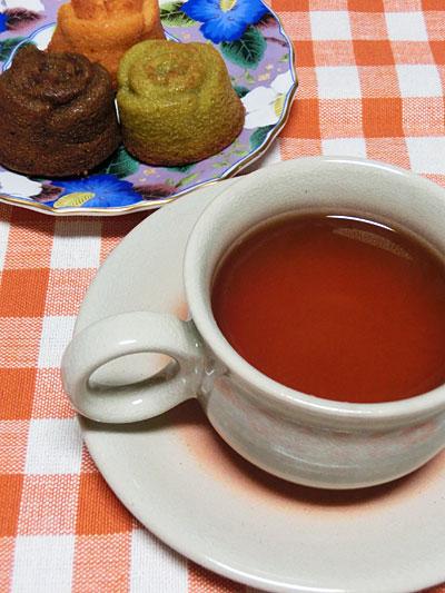 癒しの薔薇スイーツ、生姜紅茶と焼き菓子