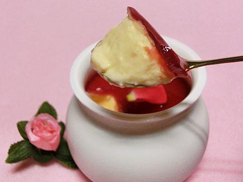 薔薇のプリン/赤薔薇ソース