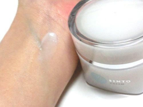SiNTO クリームを使っている肌の写真